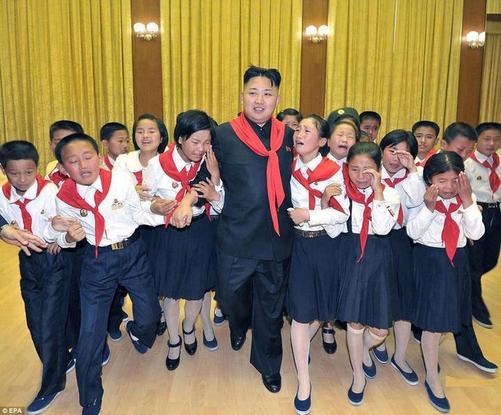Ким Чен Ын и народное обожание (2)