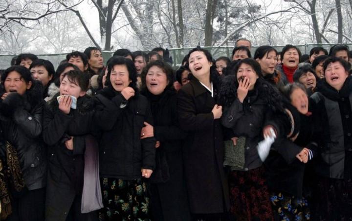 Ким Чен Ын и народное обожание (4)