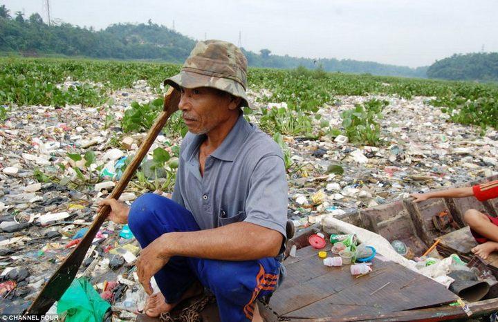Индонезийский рай превратили в свалку (1)