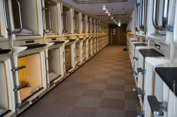 Японская капсульная гостиница или жизнь в коробке (11)