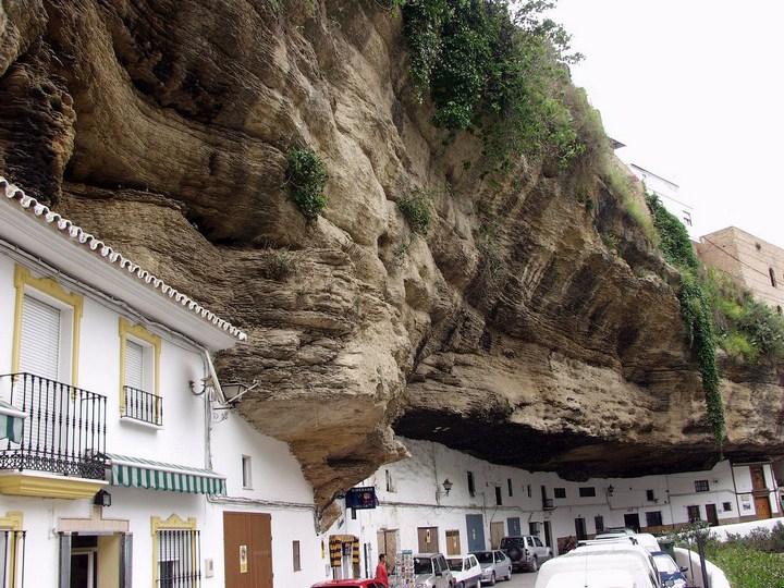 Сетениль де лас Бодегас – город скала (1)