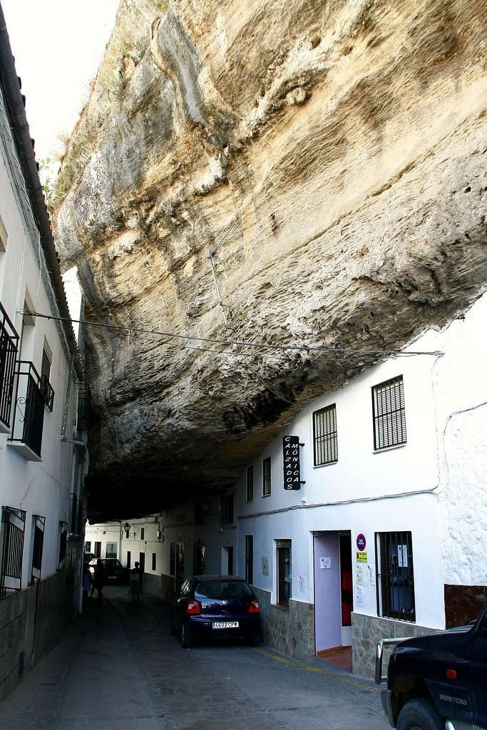 Сетениль де лас Бодегас – город скала (8)
