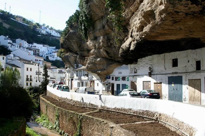 Сетениль де лас Бодегас – город скала (2)