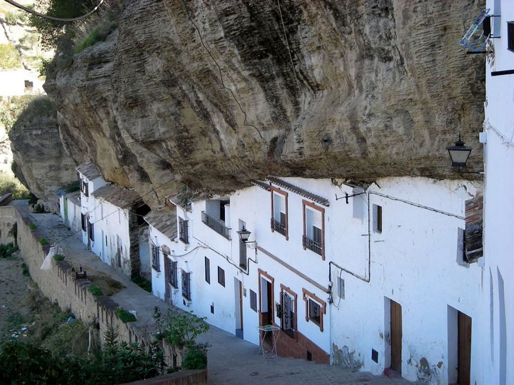 Сетениль де лас Бодегас – город скала (3)