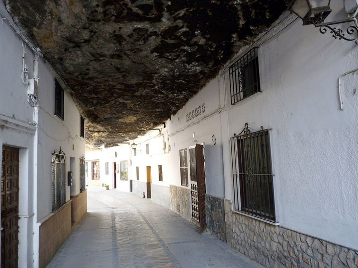 Сетениль де лас Бодегас – город скала (6)