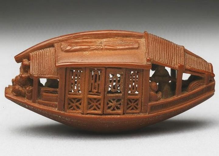 Миниатюрная скульптура из оливковой косточки (2)
