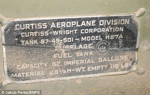 Cамолет времен Второй мировой Curtiss P-40D(E) Kittyhawk пролежал в Сахаре 70 лет (13)