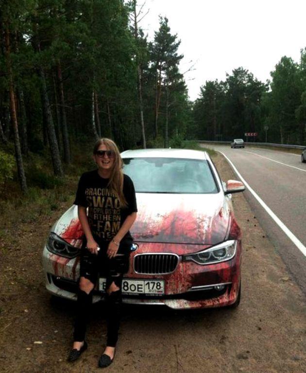 Кровавыйй рисунок на BMW (4)