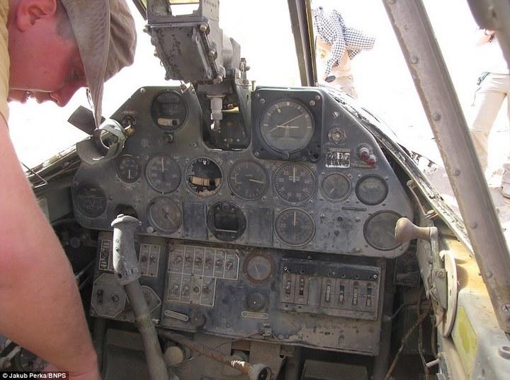 Cамолет времен Второй мировой Curtiss P-40D(E) Kittyhawk пролежал в Сахаре 70 лет (5)