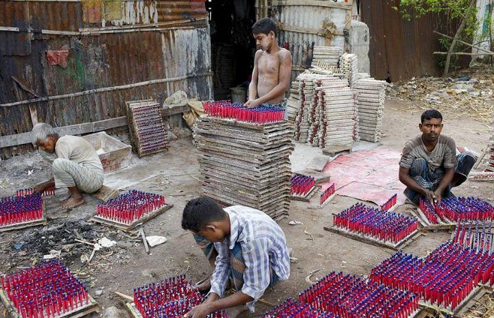 Как делают воздушные шары, Детский труд в Индии (6)