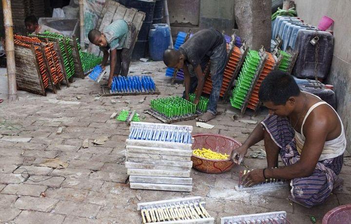 Как делают воздушные шары, Детский труд в Индии (7)