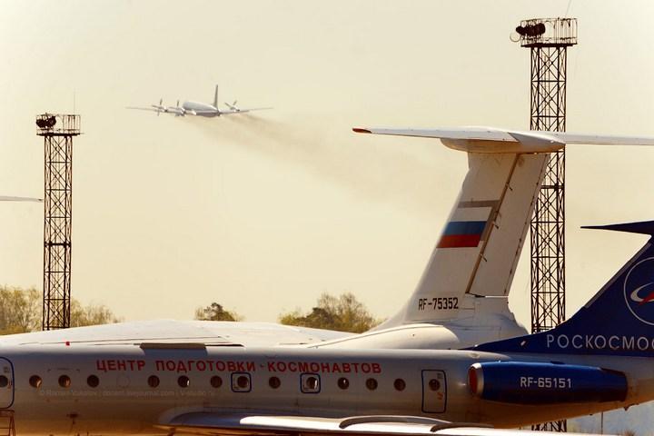 Как разгоняют облака в небе над Москвой перед праздниками (42)