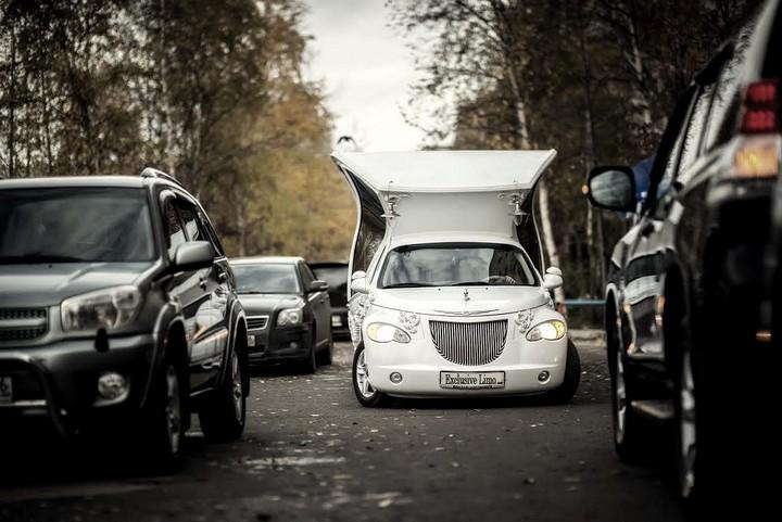 Автомобиль-карета для свадебных торжеств (7)