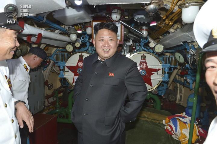 Ким Чен Ын прокатился на подводной лодке (4)