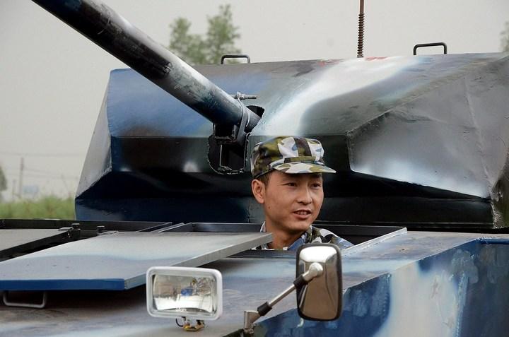 Китаец сделал танк ко дню рождения своего сына (1)