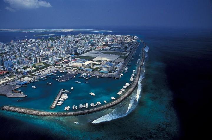 Мале — город в океане (3)