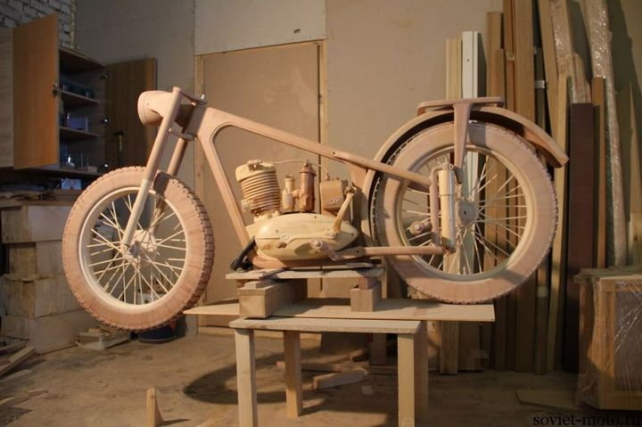 Копия мотоцикла ИЖ-49 из дерева (6)