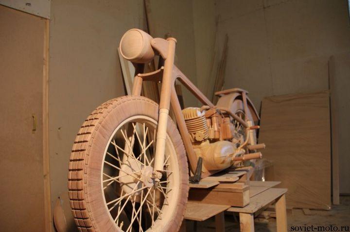 Копия мотоцикла ИЖ-49 из дерева (7)