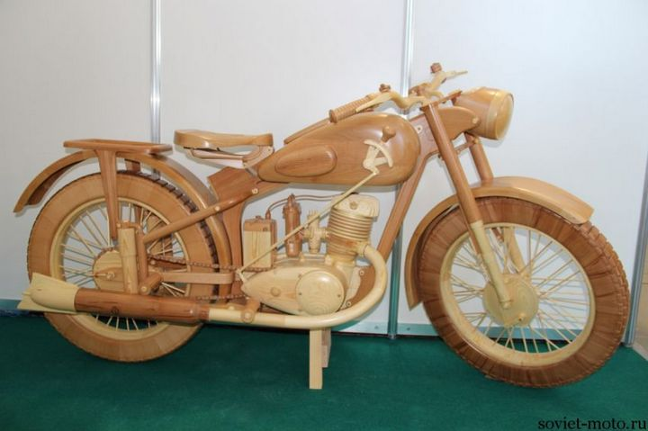 Копия мотоцикла ИЖ-49 из дерева (8)