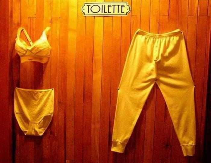 Подборка с креативными табличками на общественных туалетах (5)