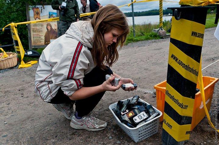Чемпионат по метанию мобильных телефонов в Финляндии (4)