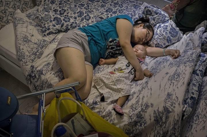 Спящие китайцы в мебельных магазинах (2)