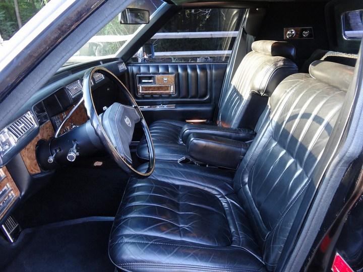 Большой черный Кадиллак Cadillac Seville Opera (15)