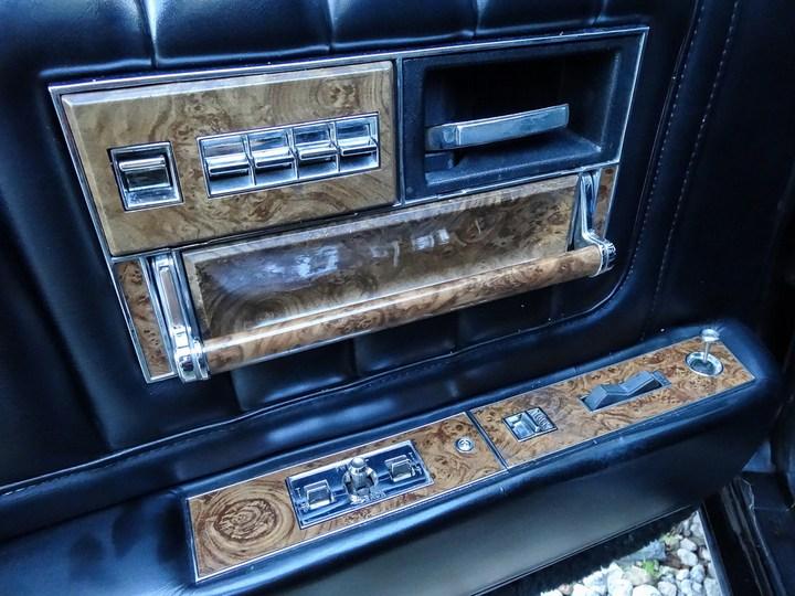 Большой черный Кадиллак Cadillac Seville Opera (17)