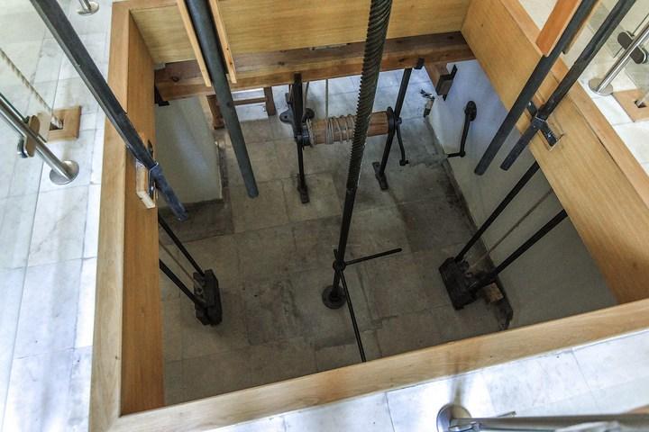 Уникальный механический обеденный стол в павильоне Эрмитажа в Царском Селе (22)