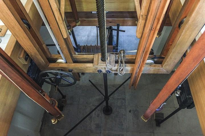 Уникальный механический обеденный стол в павильоне Эрмитажа в Царском Селе (23)