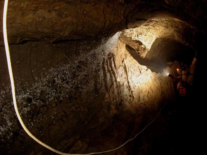 Самая глубокая в мире пещера (33)