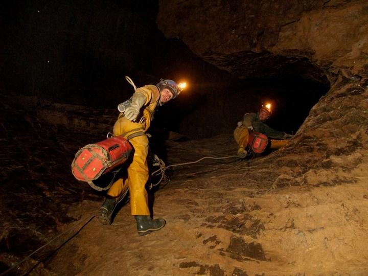 Самая глубокая в мире пещера (35)