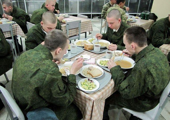 Как кормят в армии (1)