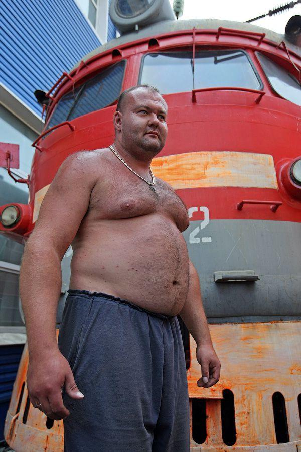 Владивостокский спортсмен сдвинул с места электропоезд весом 120 тонн (10)