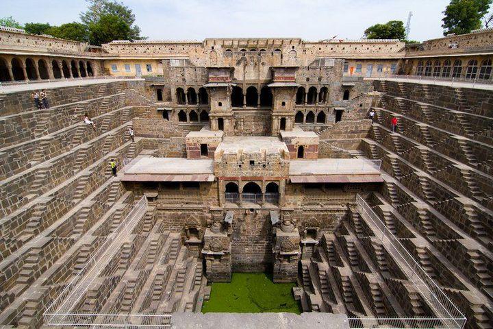 Древний колодец Чанд Баори в Индии (1)