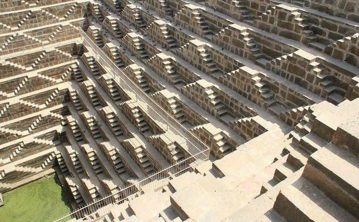 Древний колодец Чанд Баори в Индии (11)