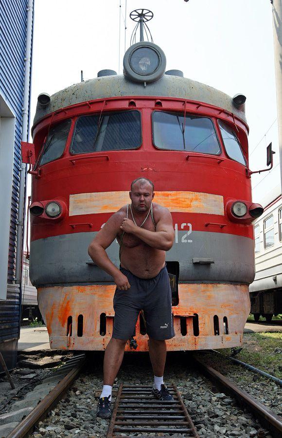 Владивостокский спортсмен сдвинул с места электропоезд весом 120 тонн (11)