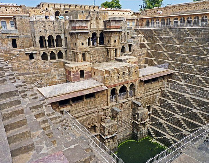 Древний колодец Чанд Баори в Индии (12)