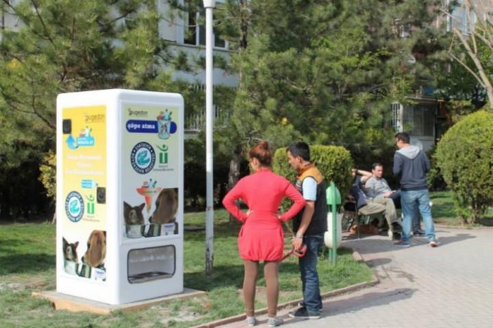 Автоматы с едой для бездомных животных (6)