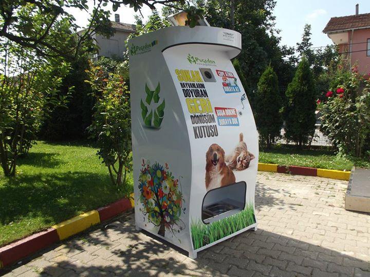 Автоматы с едой для бездомных животных (5)