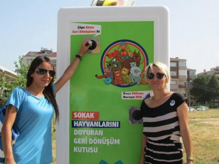 Автоматы с едой для бездомных животных (7)