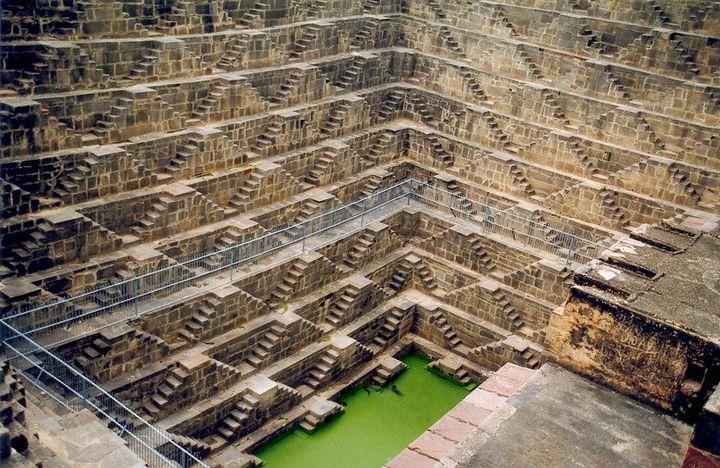 Древний колодец Чанд Баори в Индии (2)