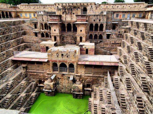 Древний колодец Чанд Баори в Индии (3)