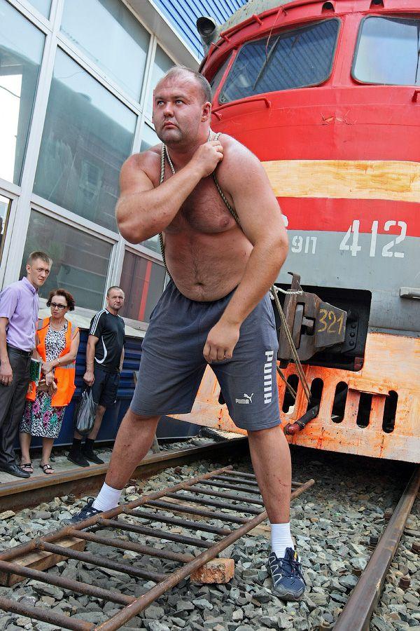 Владивостокский спортсмен сдвинул с места электропоезд весом 120 тонн (3)