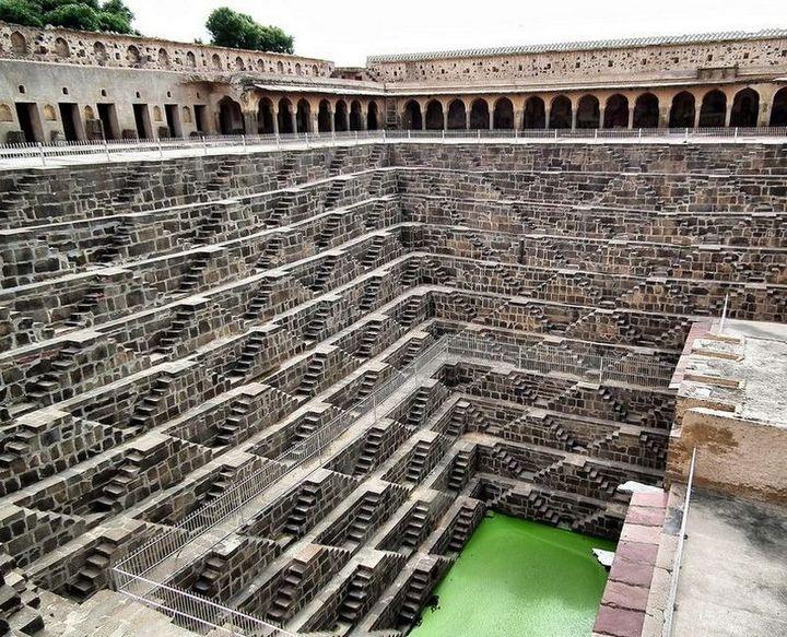 Древний колодец Чанд Баори в Индии (4)