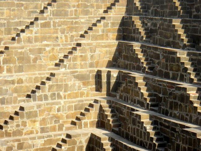 Древний колодец Чанд Баори в Индии (6)