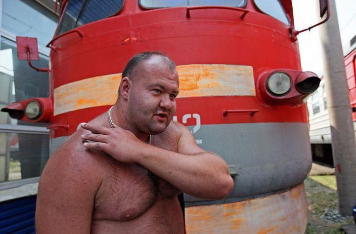 Владивостокский спортсмен сдвинул с места электропоезд весом 120 тонн (8)