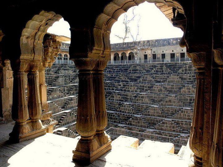 Древний колодец Чанд Баори в Индии (9)
