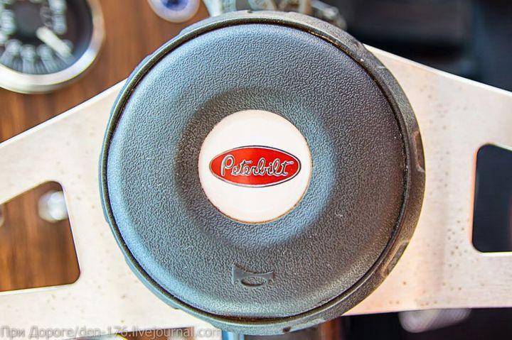 Классический американский трак Peterbilt 359 EXHD (32)