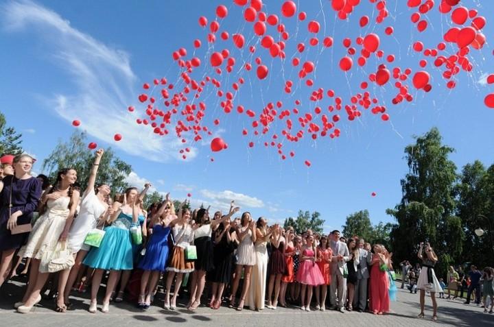 Как сделать облако из воздушных шаров своими руками (2)